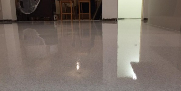 Seamless flooring with a granite finish